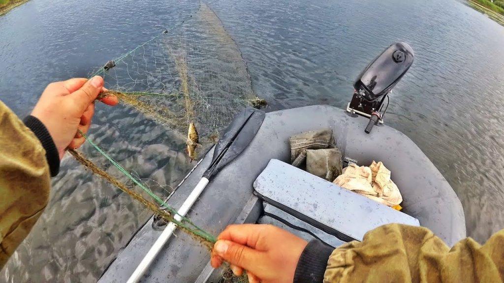Браконьеры совсем страх потеряли, рыбалка на сети спиннингом((