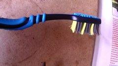 Лайфхак для рыбалки из старой зубной щётки