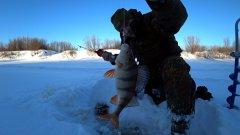 Весь замерз, но рыбы наловил. Рыбалка под вечер. Часть 1.