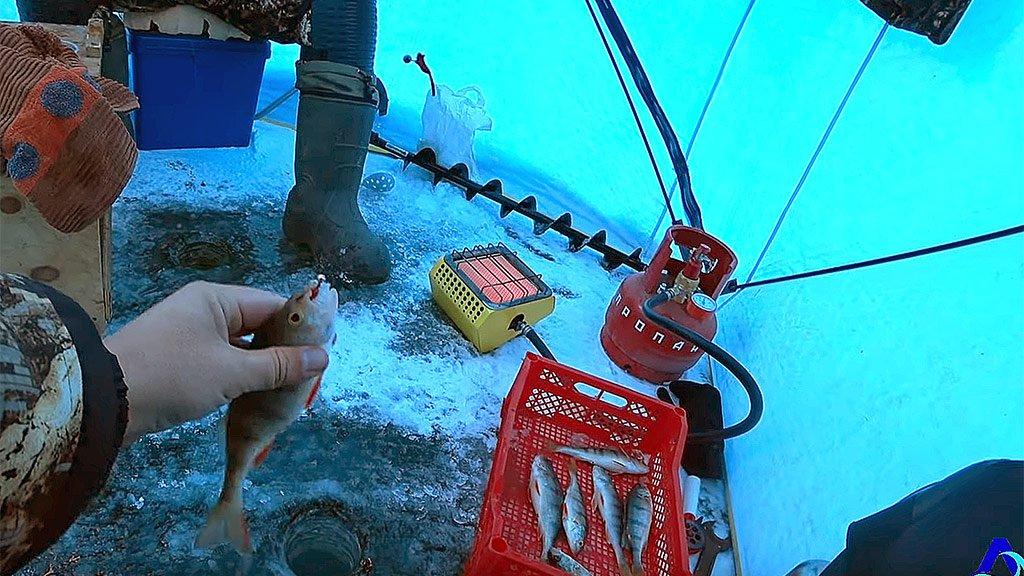 Рыбалка на глубине 14 метров. Открытие зимнего сезона 2019-2020 г. с. Хадахан, р. Ангара