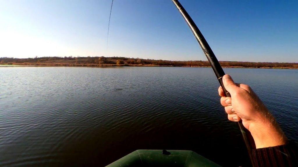 Карп на удочку с лодки. Жор мечты