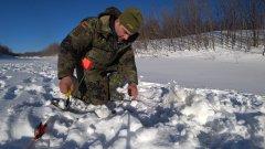 Рыбалка в сильный мороз. Поставил жерлицы. Окунь долбит. Часть 1.