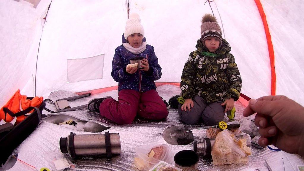 Дети на рыбалке. Ловля ротана. Первый лёд 2019-2020