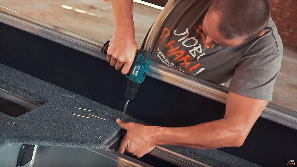 Тюнинг лодки своими руками. Как обклеить палубу морским ковролином, и сколько это стоит