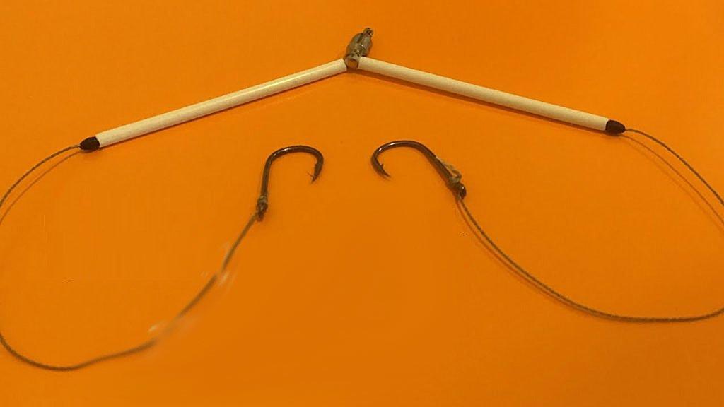 Как привязать два крючка к вертлюжку