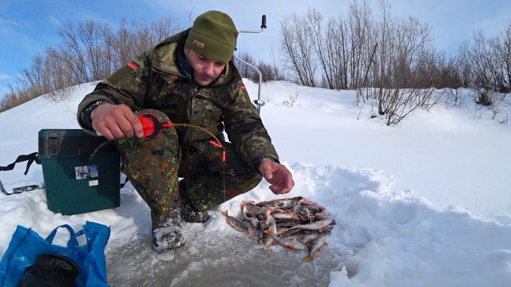 Рыбалка с одной лунки. Гора окуней на льду! Глухозимье