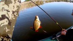 Открытие рыбалки с лодки.  Хороший клев плотвы