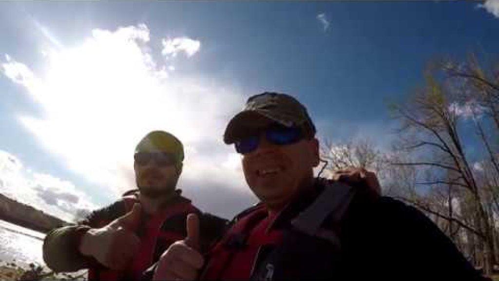 Поход на каяках. Учимся сплавляться по горной реке с рыбалкой