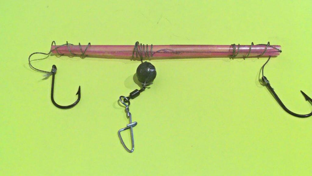 Как привязать два крючка к леске