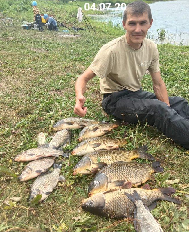 На рыбалке с семьёй.