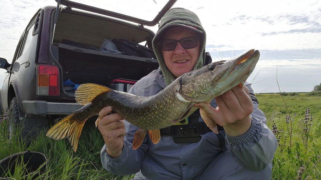 Рыбалка на поплавок закончилась поимкой щуки