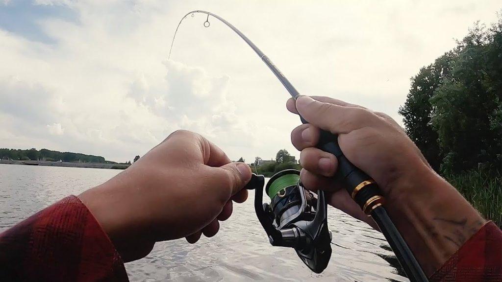 САЗАН НА МИКРОДЖИГ?! Настоящая рыбалка на ультралайт! | Сезон 2020