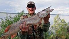 ХОРОШО ШМЯКНУЛА! Ловля щуки и судака на джиг в июле с лодки на водохранилище