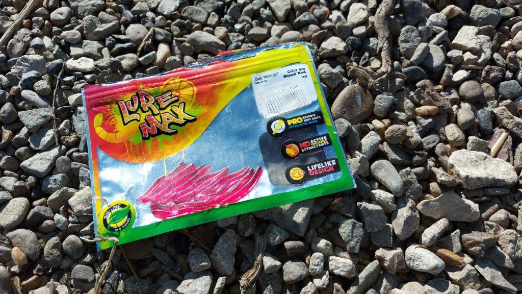 Настоящий червь Luremax Curly Worm.