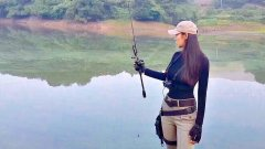 Японка - рыбачка и 30 минут рыбалки