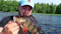 Рыбалка на бортовые удочки с лодки на озере