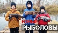"""Победители розыгрыша """"Юный Рыболов"""" на форелевом пруду."""