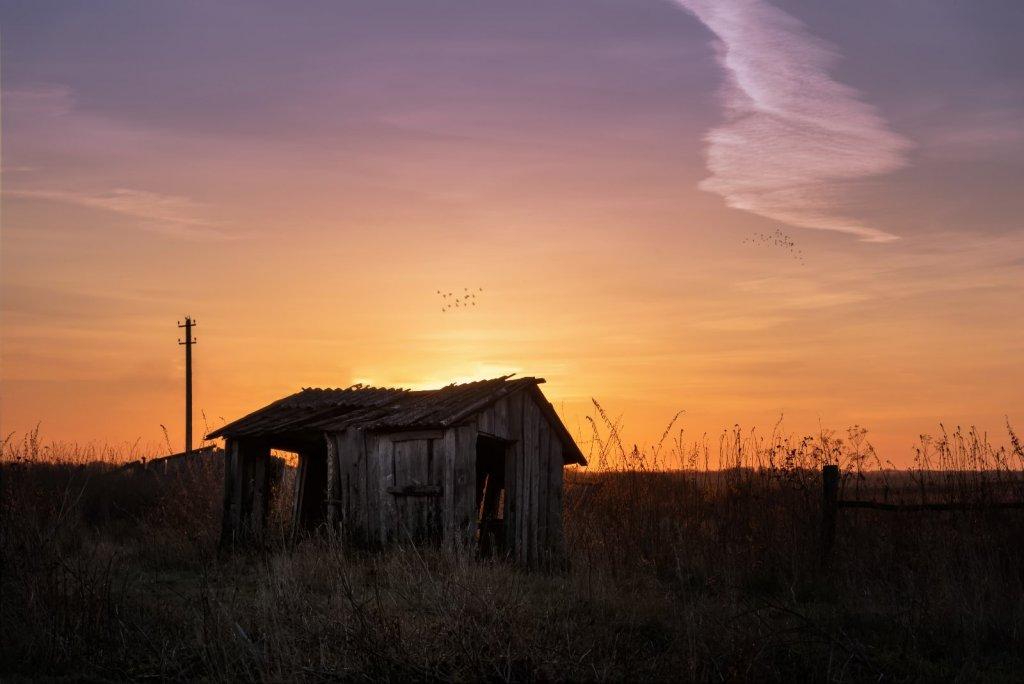Утро в разрушенной деревне