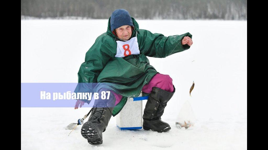 Бабушка рыбак. Мало того - спортсмен