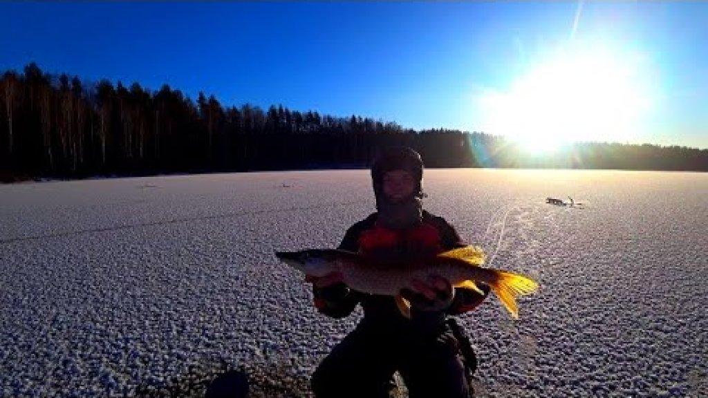 Первый лед 2020-2021! Пушечная рыбалка на жерлицы! Загары как с пулемета! Жаренная щука на природе!
