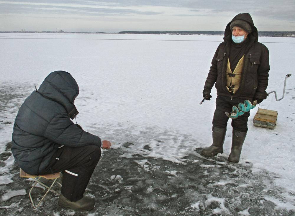 Соблюдайте масочный режим на льду!
