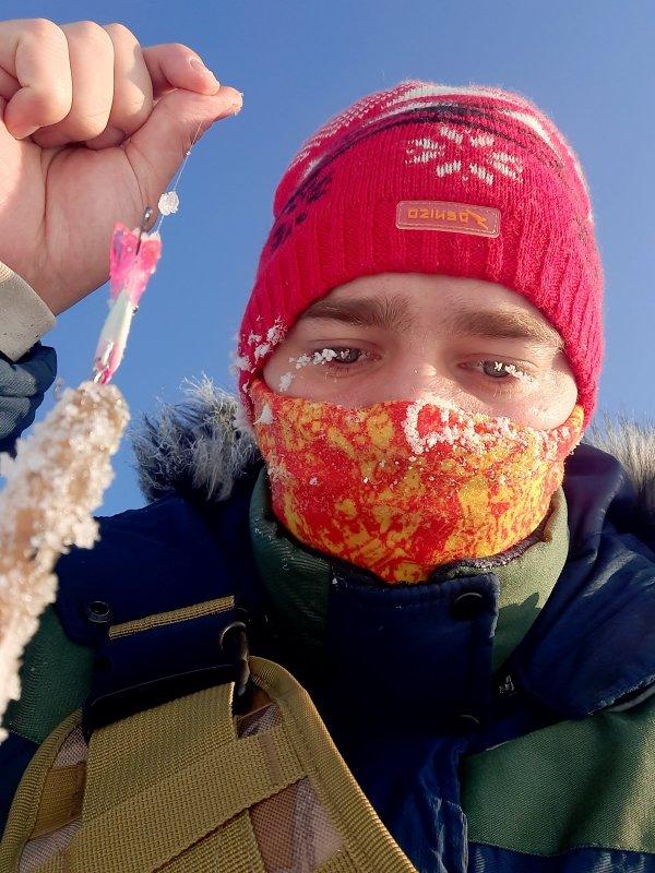 Борьба за жизнь против окуня в Сибирские морозы