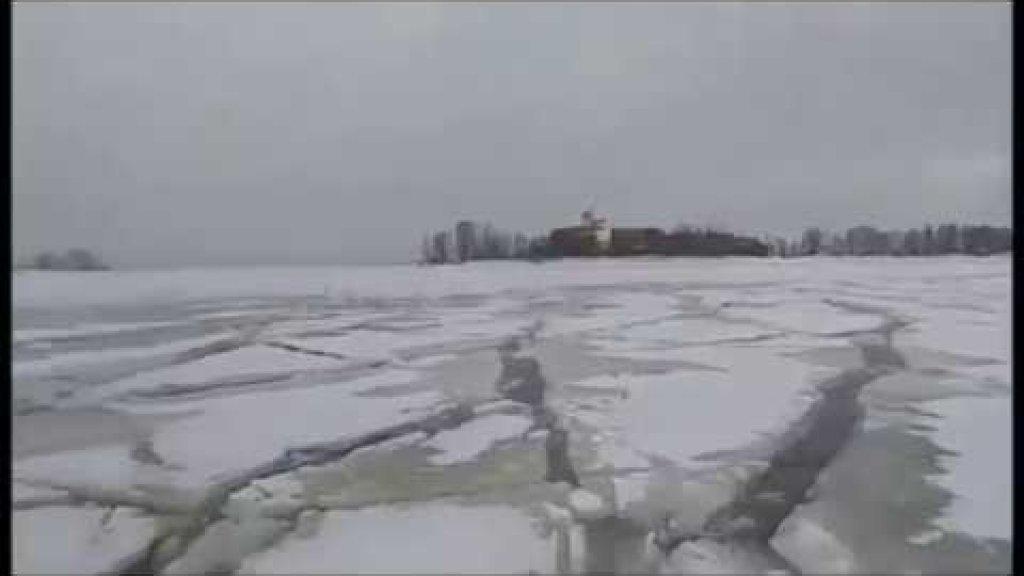 Рыбак застал землятресение находясь на льду. Байкал