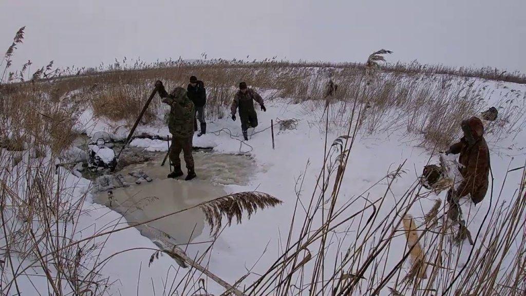 Спасение снегохода! Как достать снегоход со дна реки?