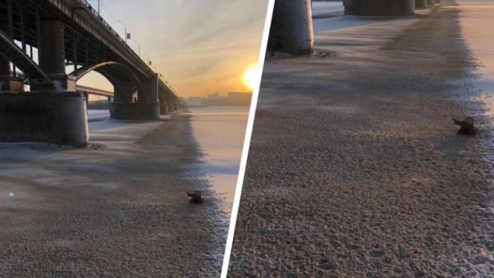 В Новосибирске продолжают сбрасывать реагент бионорд с моста в Обь