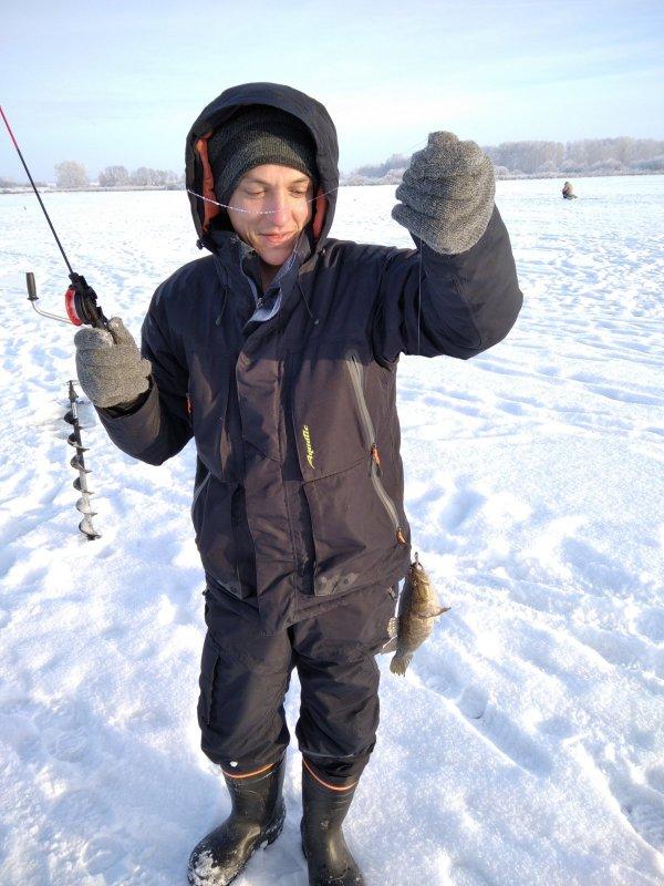 Испортил дочке жизнь, подсадил зятя на рыбалку.))