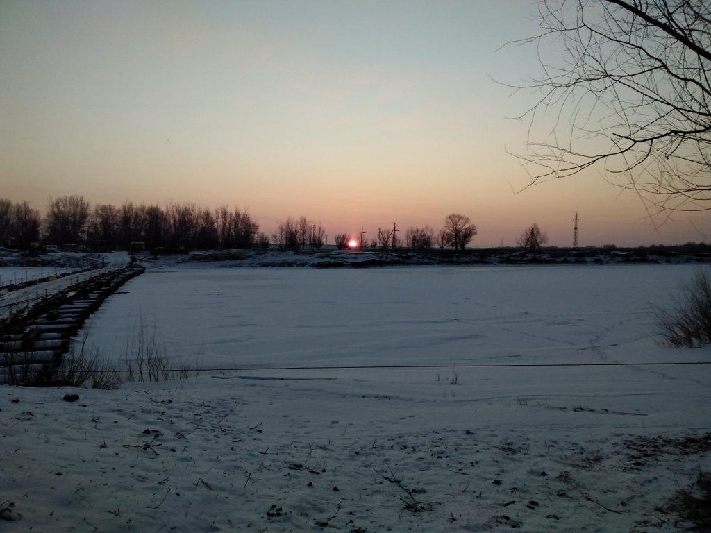 Восход солнца над зимней Ахтубой