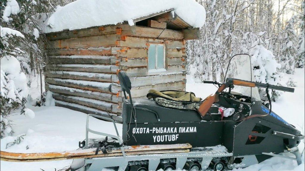 Поездка до избушки на снегоходе / мыши атакуют избу из-за морозов / Охота на севере Коми.