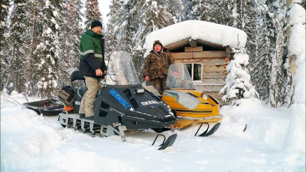 Едем в лесную избу на снегоходах. Готовимся к охоте.
