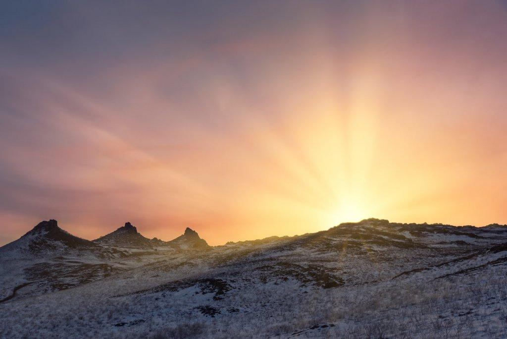 Восход в горах.