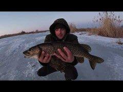 Рыбалка на щуку зимой на жерлицы 2021.ЗИМНЯЯ РЫБАЛКА С НОЧЁВКОЙ В ПАЛАТКЕ.