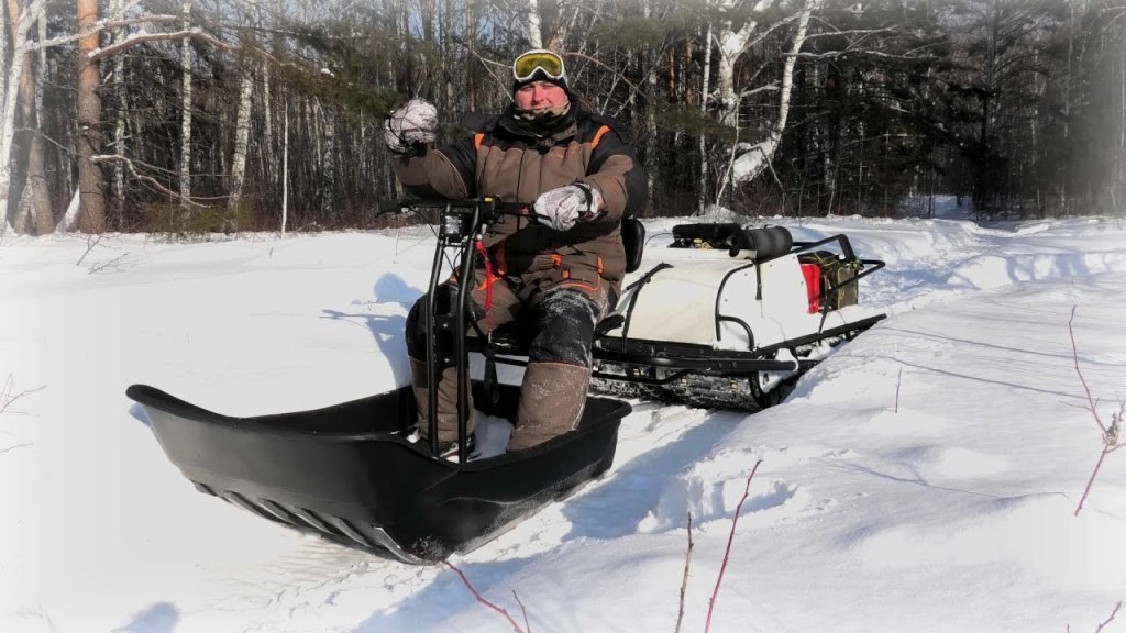 Проходимый мотобуксировщик для глубокого снега Snowdog twin pro.