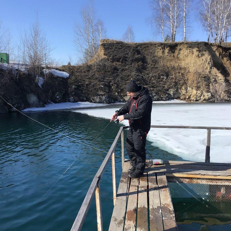 Первый рыболов по жидкой воде.