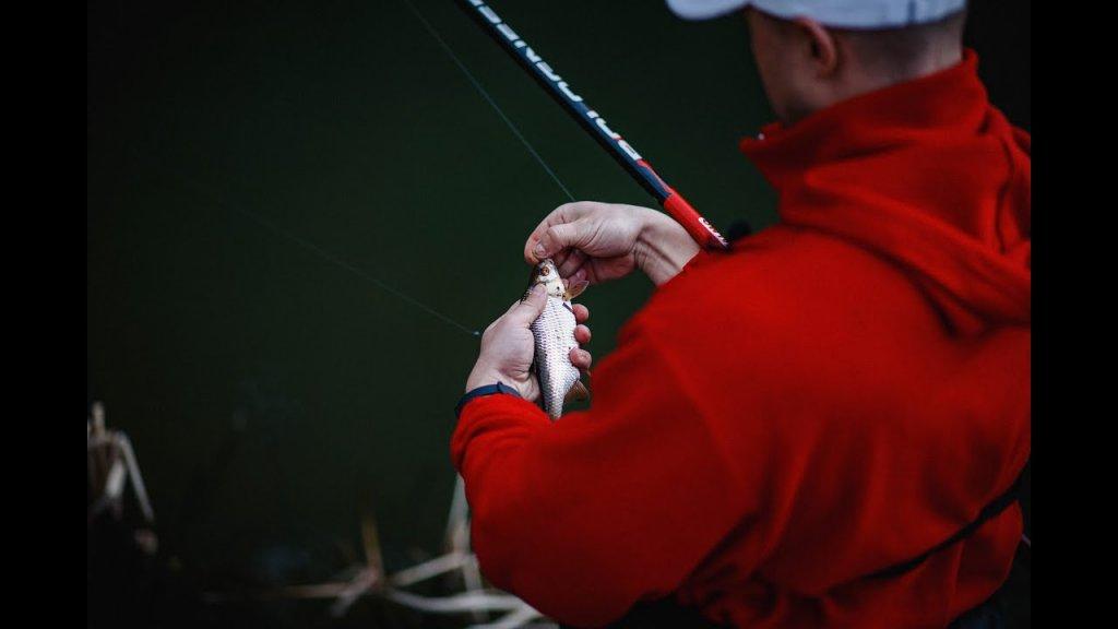 Рыбалка весной. Открытие сезона. Ловим плотву в проводку