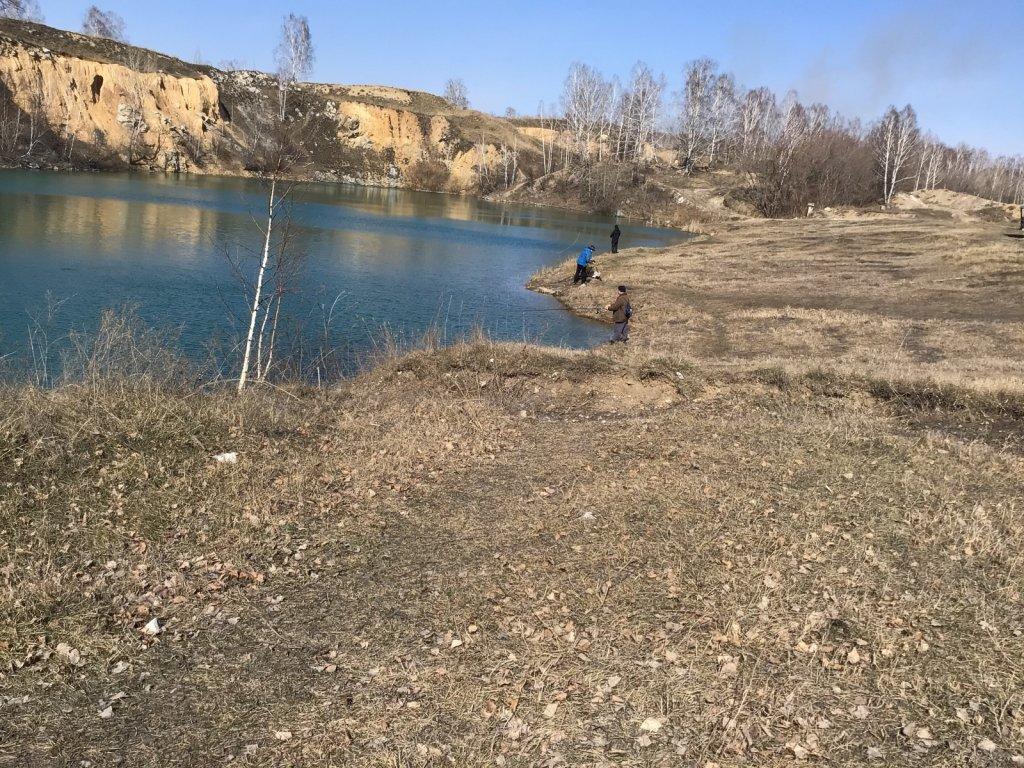 На «Изумрудном» берег для рыбалки готов.