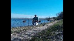 Ловля карася весной на макушатник в реке. Самодельные брикеты не подвели.