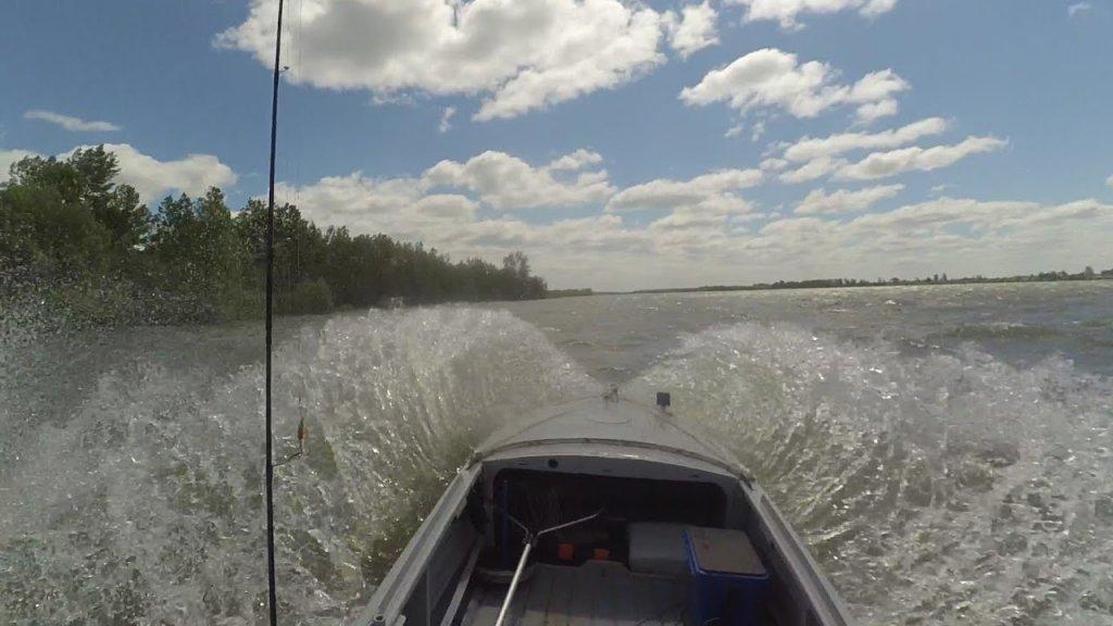 Попал в шторм на лодке Казанка, ветер 21 м/с ! Река Обь.