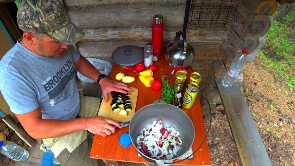 Рыбалка на Озере с Ночёвкой в Лесной Избе.Ужин на Костре.Мясо Медведя Тушёное в Пиве.