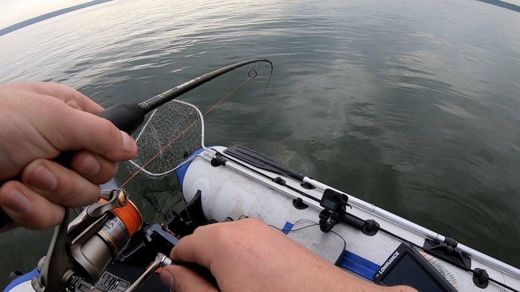 Хорошо клюет, когда найдешь.  Рыбалка 2021.