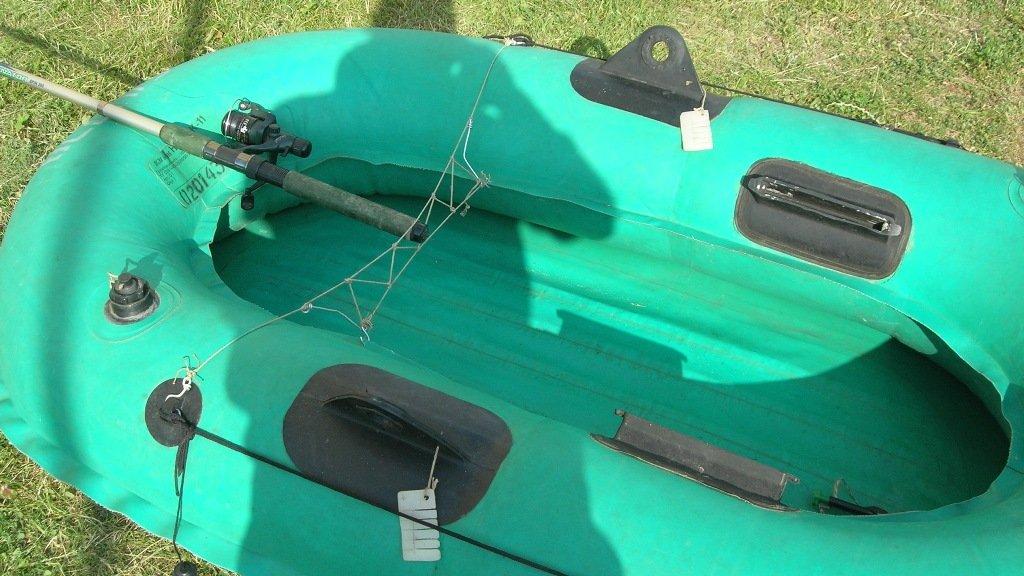 Простейшее крепление для удилищ в лодке.