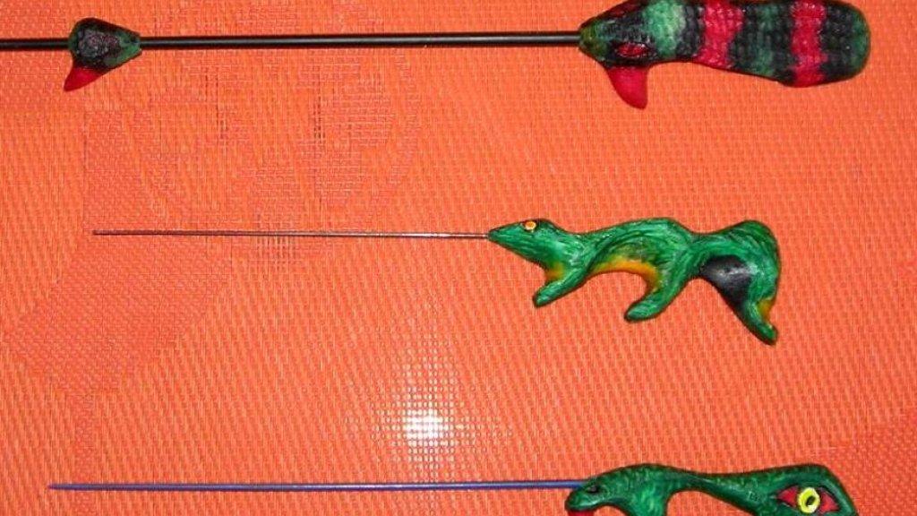 Динозаврик, ласка и гюрза.