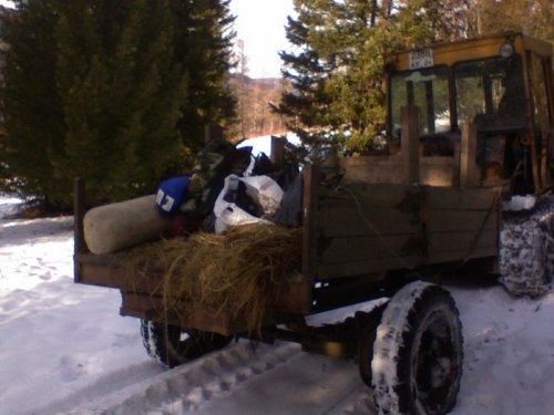 В горах только такой транспорт, ну и лошади.