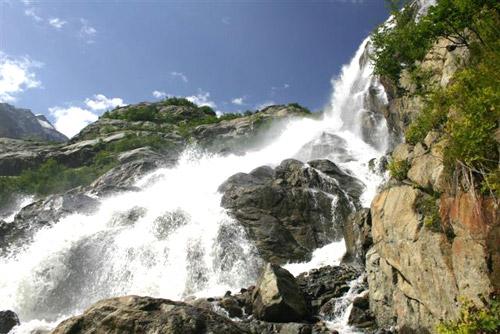 Водопад в горах чечни