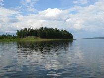 Остров на реке.