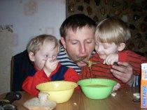 сначала детей накорми - потом дети тебя покормят!
