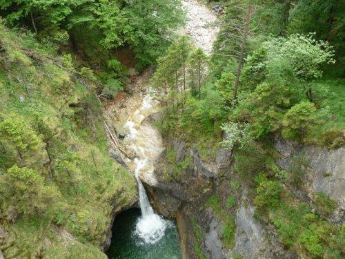 Высота водопада 45 метров...,а